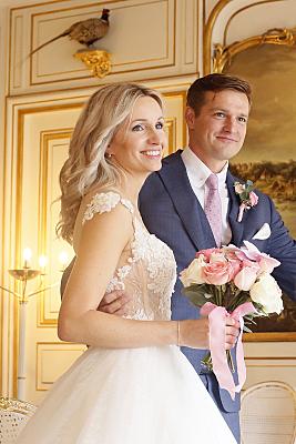 Hochzeitsfoto Brautpaar im Standesamt.