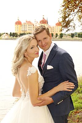 Brautpaarfoto im Moritzburg am Wasser