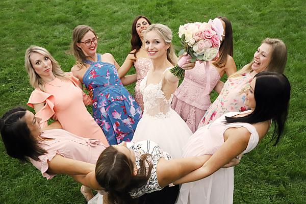Brautfoto mit den Freundinnen
